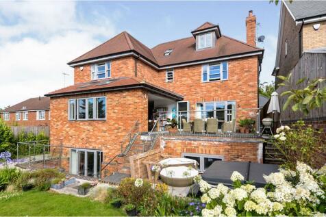 Chesham Road, Berkhamsted, HP4. 6 bedroom detached house
