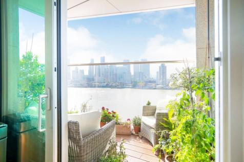 2 Waterview Drive, London, SE10. 2 bedroom apartment