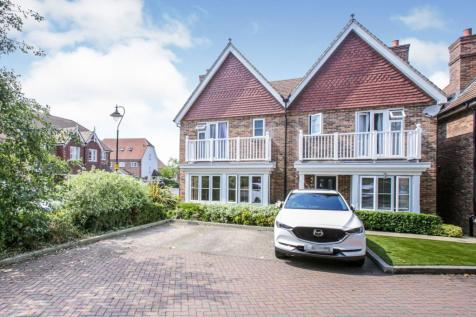 Gibson Way, Caterham, CR3. 3 bedroom semi-detached house