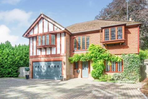 Highlands Road, Leatherhead, KT22. 5 bedroom detached house for sale
