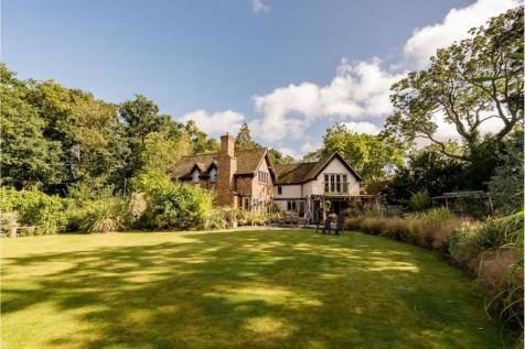 The Chase, High Wycombe, HP10. 4 bedroom detached house