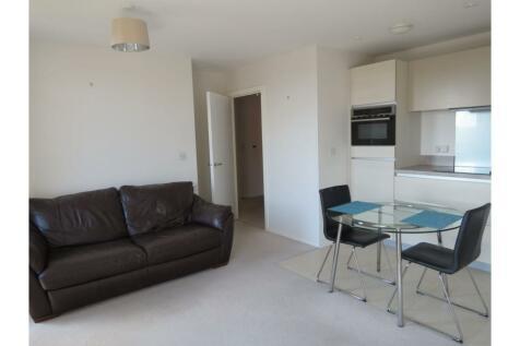 7 Hastings Road, London, E16. 1 bedroom apartment