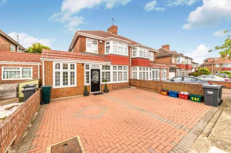 Firs Drive, Hounslow, TW5. 4 bedroom terraced house