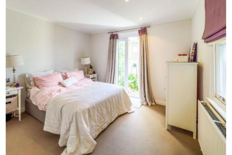 Lansdowne Crescent, London, W11. 2 bedroom flat