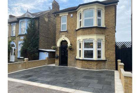 Manor Road, Romford, RM1. 4 bedroom detached house