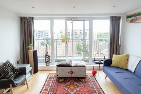 5 Dunston Road, London, E8. 3 bedroom apartment