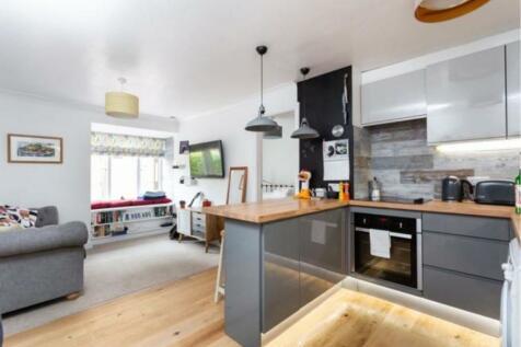 Linwood Close, London, SE5. 1 bedroom flat