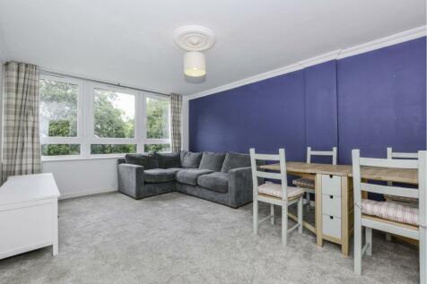 College Road, London, SE19. 2 bedroom flat