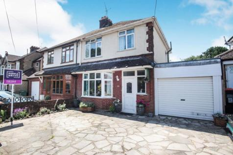 Chaul End Road, Caddington, LU1. 4 bedroom semi-detached house