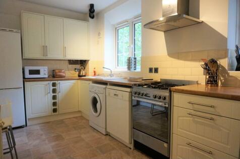 Stockwell Gardens, Stockwell, SW9. 3 bedroom maisonette
