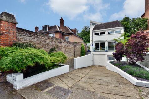 Bishopswood Road, Highgate, N6. 4 bedroom detached house for sale
