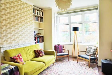 Claremont Villas, London, SE5. 1 bedroom ground floor flat