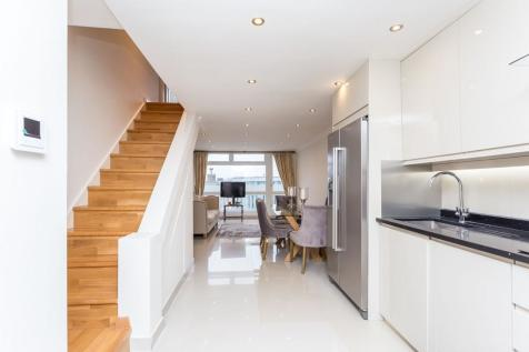 Finchley Road, Swiss Cottage, London, NW3. 3 bedroom duplex