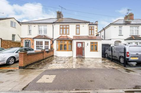 St. Marys Lane, Upminster, RM14. 4 bedroom semi-detached house for sale