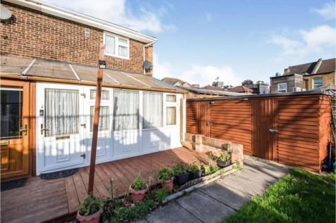 Vine Place, Hounslow, TW3. 1 bedroom end of terrace house for sale