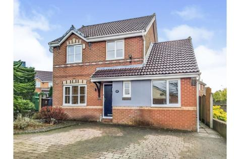 Hodge Clough Road, Oldham, OL1. 4 bedroom detached house for sale