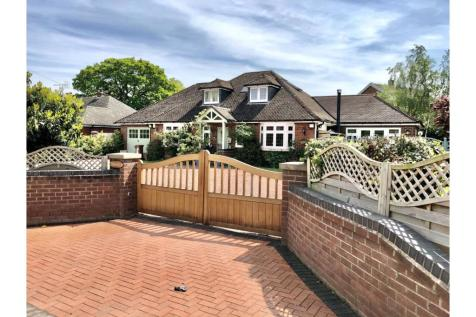 Main Road, Higher Kinnerton, Chester, CH4. 4 bedroom detached bungalow for sale