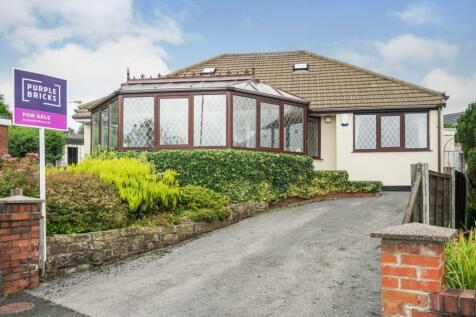 Sholver Hill Close, Moorside, Oldham, OL1. 5 bedroom detached bungalow for sale