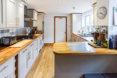 153 Warwick Road, Carlisle, CA1. 8 bedroom terraced house for sale