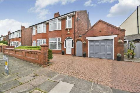 Eskdale Avenue, Swinley, Wigan, WN1. 3 bedroom semi-detached house