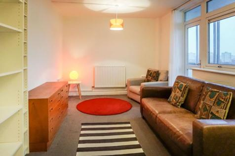 Wardle Street, Manchester, M40. 2 bedroom flat