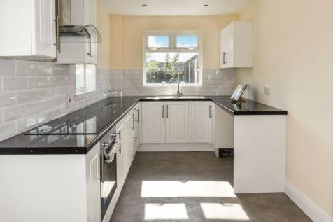 Avenue Road, Lurgan, BT66. 3 bedroom terraced house for sale