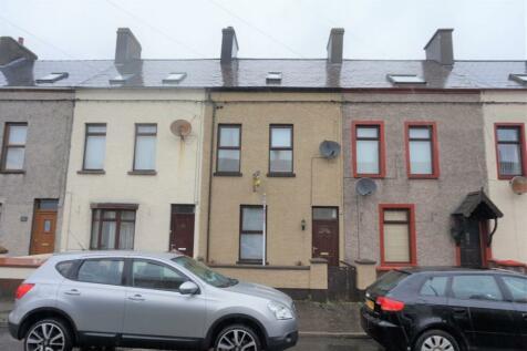 Bay Road, Larne, BT40. 4 bedroom terraced house