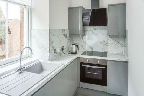 182 Irish Street, Dumfries, DG1. 3 bedroom flat