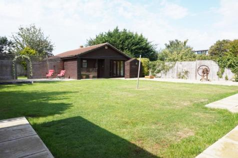 Bridgwater Road, Taunton, TA1. 5 bedroom detached bungalow for sale