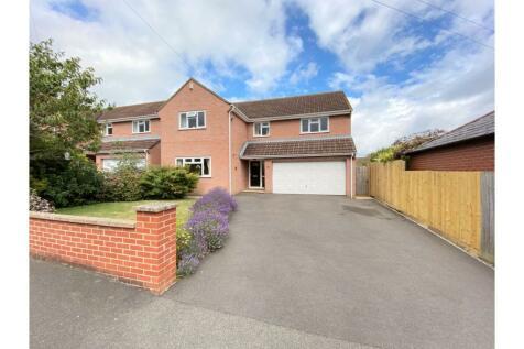 Home Drive, Yeovil, BA21. 4 bedroom detached house