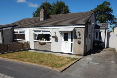 Gaerwen Uchaf Estate, Gaerwen, LL60, North Wales - Semi-Detached Bungalow / 3 bedroom semi-detached bungalow for sale / £140,000