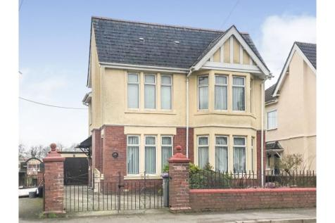 Llantarnam Road, Cwmbran, NP44. 4 bedroom detached house