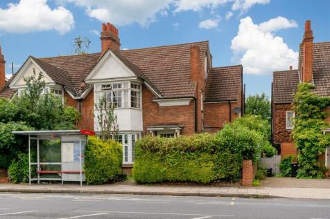 208 Croydon Road, Beckenham. 2 bedroom flat