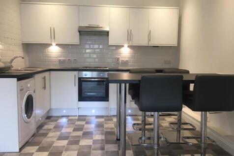 Coxtie Green Road, Navestockside, Brentwood. 2 bedroom mews house