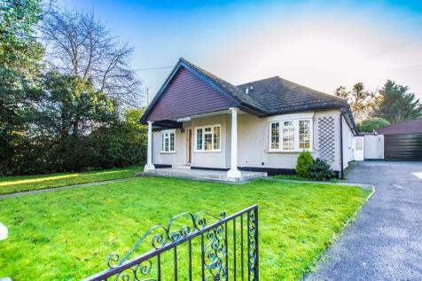 Andrews Lane, Cheshunt. 4 bedroom detached bungalow