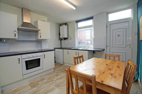 ALL BILLS INCLUDED - Burley Lodge Road. 4 bedroom terraced house