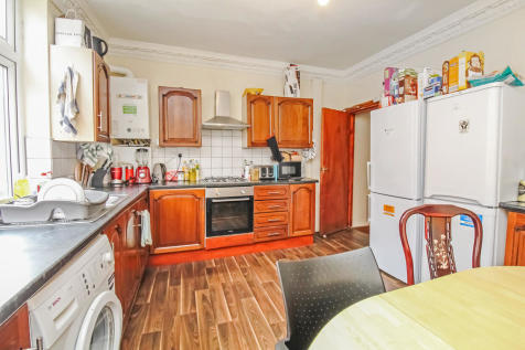 ALL BILLS INCLUDED - Manor Drive. 6 bedroom terraced house