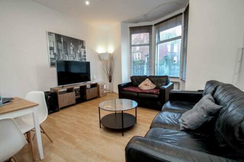 ALL BILLS INCLUDED - Beechwood Terrace, Burley. 5 bedroom end of terrace house