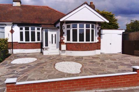 Upland Court Road, Romford. 3 bedroom semi-detached bungalow for sale
