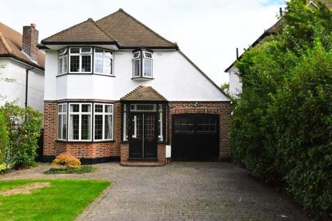 Hall Drive, London. 3 bedroom detached house for sale