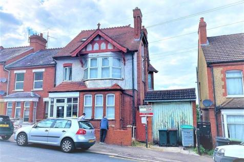 Russell Rise, Luton. 6 bedroom terraced house
