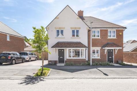 CROWTHORNE. 3 bedroom house