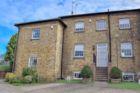 Being Offered With No Onward Chain. Bridgefoot House, Buntingford. 4 bedroom town house