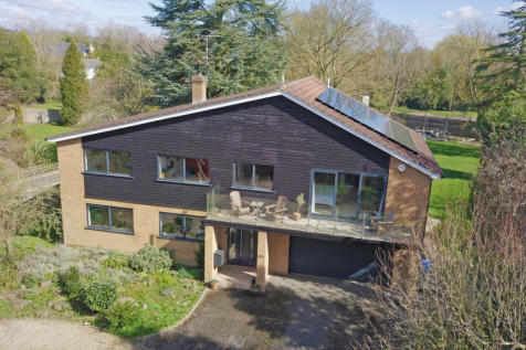 Space to play in the heart of Bray, maidenhead property