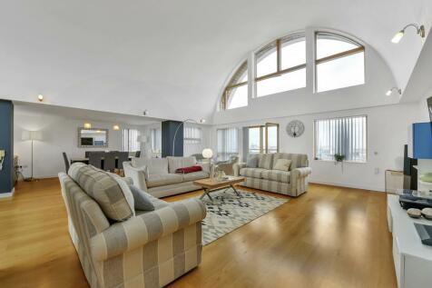 Maurer Court, Mudlarks Boulevard, London, SE10. 3 bedroom apartment