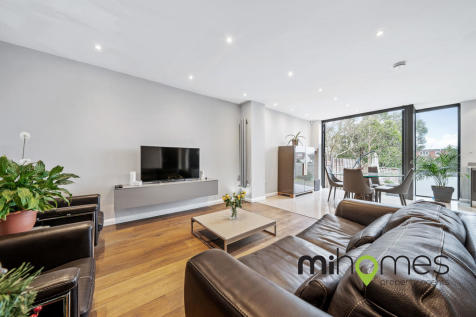 Onslow Gardens, Winchmore Hill, N21. 4 bedroom semi-detached house for sale