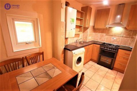Cathcart Place, Dalry, Edinburgh, EH11. 4 bedroom flat