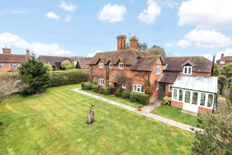 Pyrford, Surrey, GU22. 5 bedroom detached house for sale