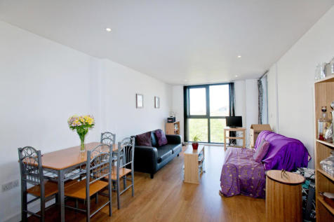 Ward Road, London, E15. 3 bedroom apartment