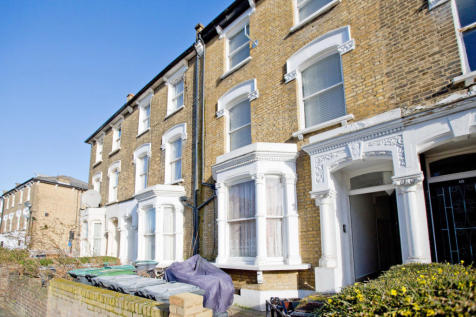 13 Scarborough Road, London, N4. 1 bedroom flat